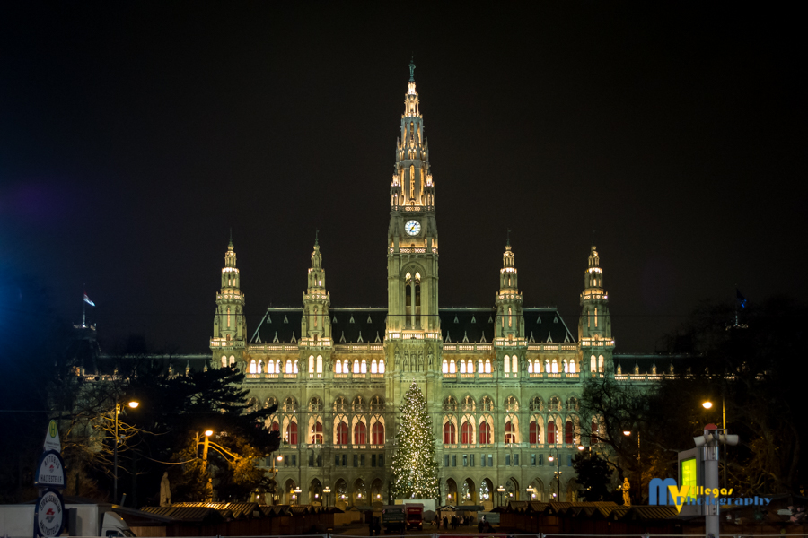The impressive Rathaus at night.