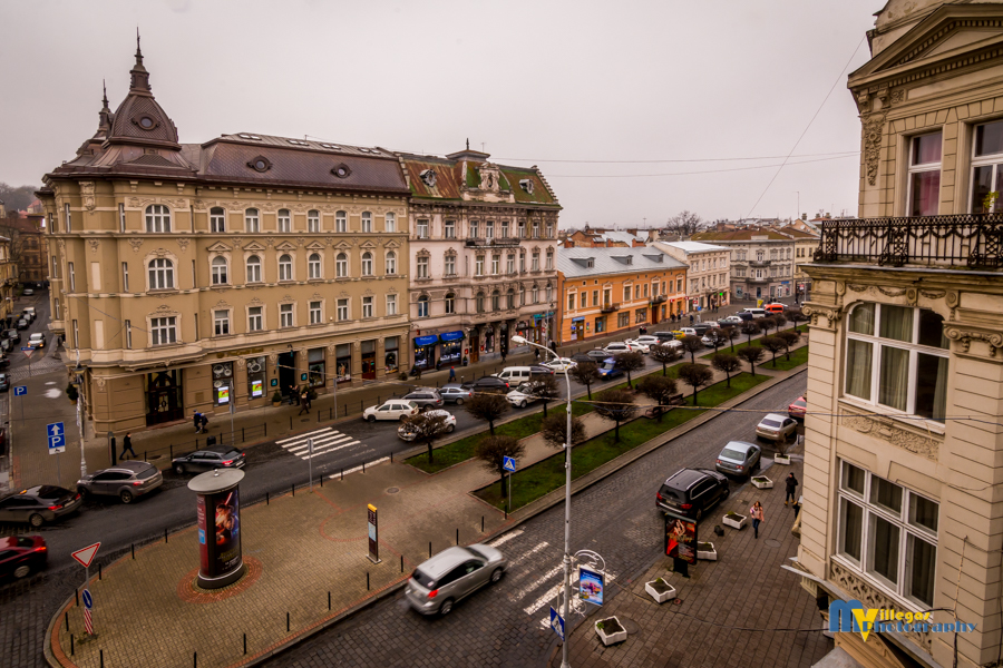 Shevchenka Avenue and the entrance to the old city center.